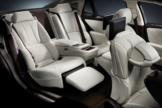 990539897_O0RUvVxG_Lexus_LS_Interior_2.jpg