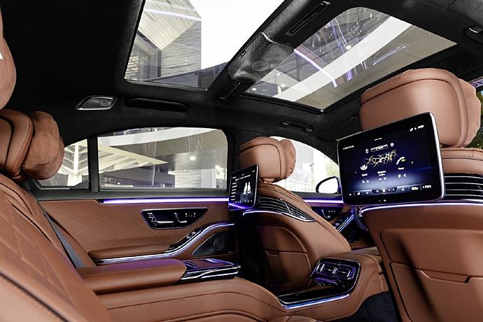 2944185651_86GvgWRq_2021-Mercedes-S-Class-rear-seats.jpg