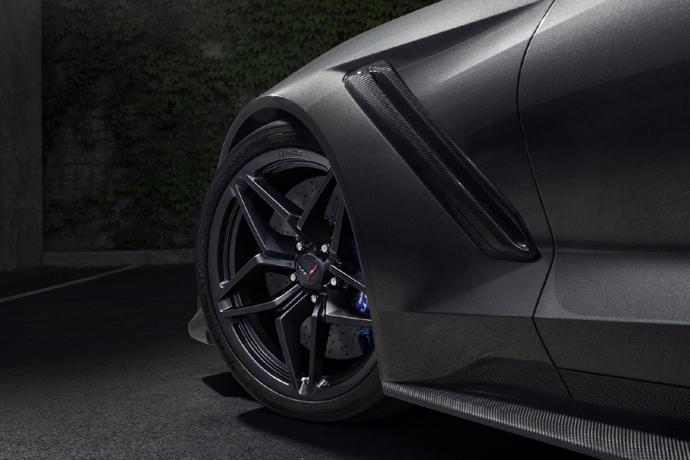 3076635824_8VkPHJm2_2019-Chevrolet-Corvette-ZR1-005.jpg
