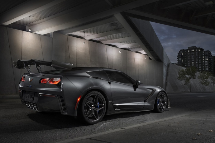 3076635824_xOrKRE9D_2019-Chevrolet-Corvette-ZR1-004.jpg