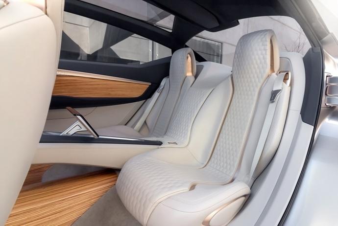 3698692158_07tvEaQw_Nissan-Vmotion2-Concept-20.jpg