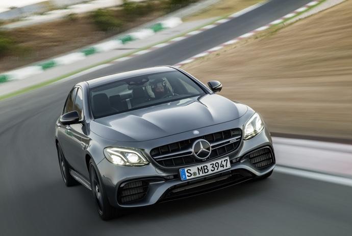 3698692158_1MEzBFIN_2018-Mercedes-E63-AMG-S-27.jpg