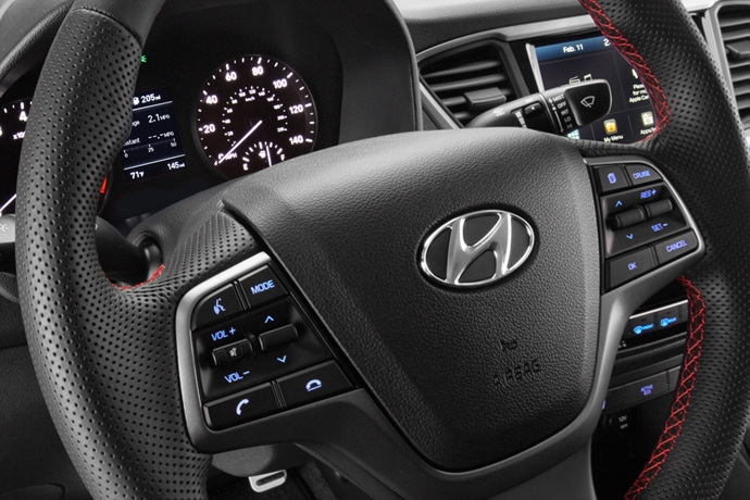 3698692158_ExXnJ7H0_2018-hyundai-accent-interior-wheel-1.jpg