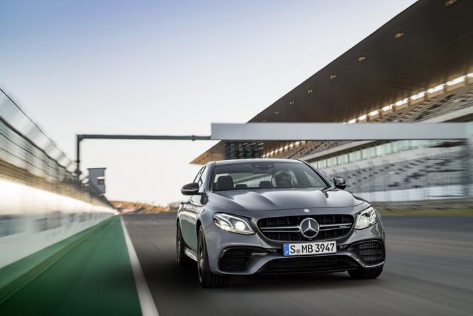 3698692158_UtPrSdwa_2018-Mercedes-E63-AMG-S-33.jpg