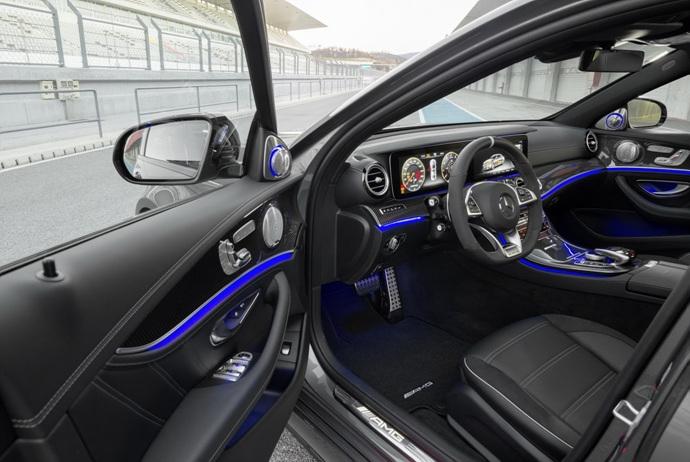 3698692158_YQDG4kaI_2018-Mercedes-E63-AMG-S-18.jpg