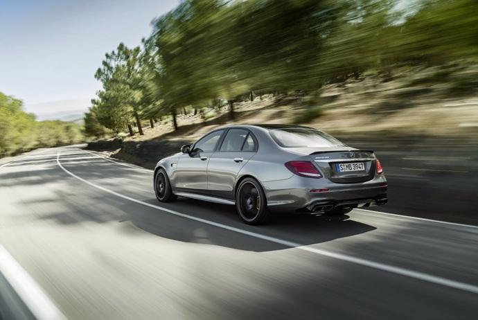 3698692158_Yw1dazAl_2018-Mercedes-E63-AMG-S-41.jpg
