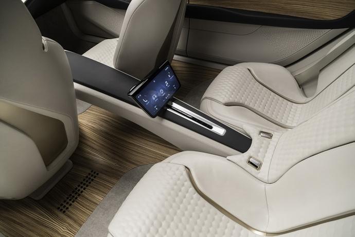 3698692158_akiveQlx_Nissan-Vmotion2-Concept-30.jpg
