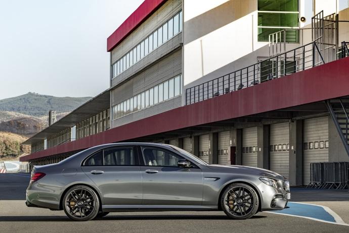 3698692158_dtv74Qg3_2018-Mercedes-E63-AMG-S-36.jpg