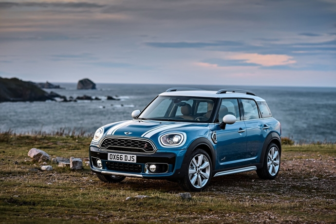 3698692158_h8Jf9tyC_2017-MINI-Countryman-19.jpg