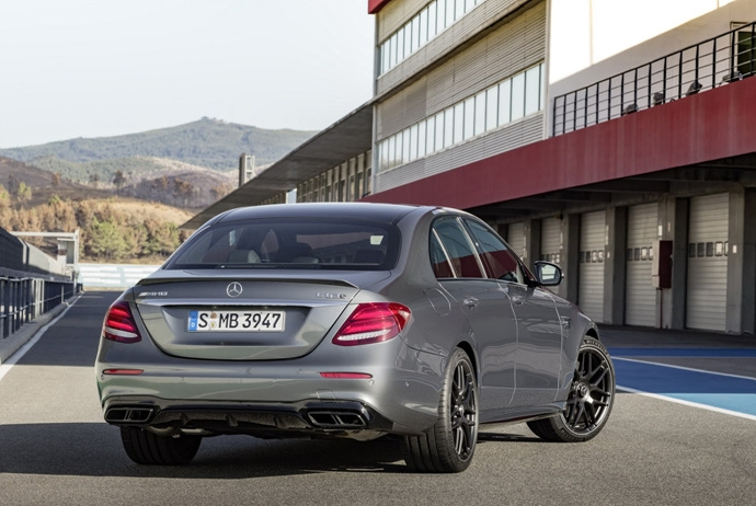 3698692158_vOZDkuVy_2018-Mercedes-E63-AMG-S-14.jpg