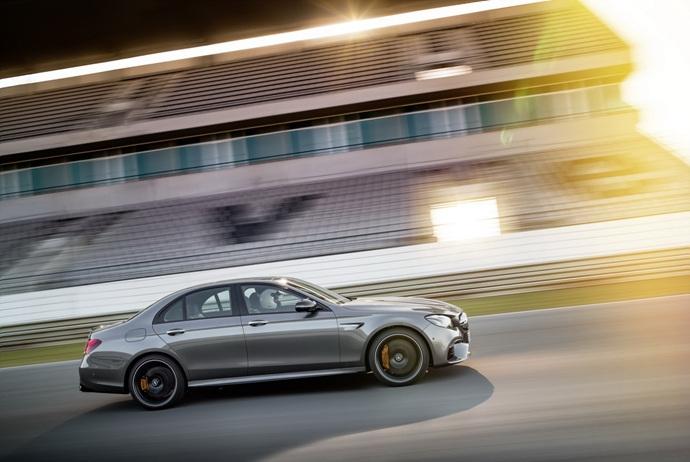 3698692158_z4IGTigC_2018-Mercedes-E63-AMG-S-9.jpg