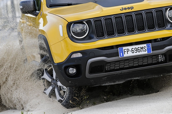 990539897_0N3rQAY7_180620_Jeep_New-Renegade-MY19-Trailhawk_05.jpg