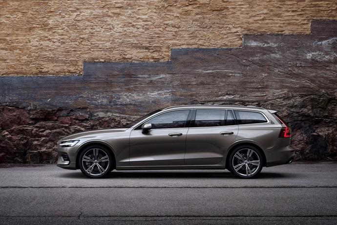 990539897_AbEIRmxX_223590_New_Volvo_V60_exterior.jpg