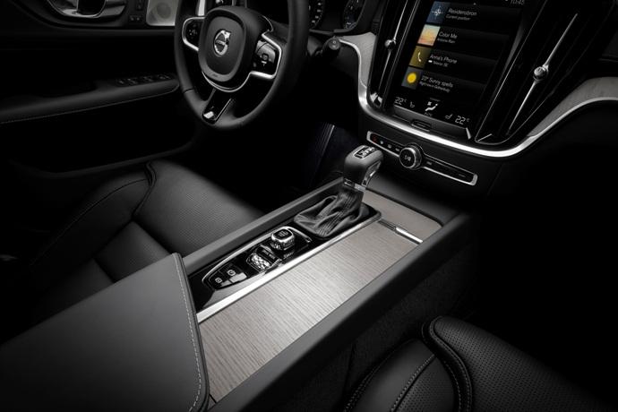 990539897_DXj7YtmK_223522_New_Volvo_V60_interior.jpg