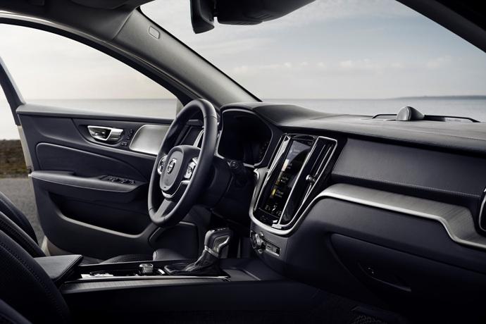 990539897_EItqncKm_223524_New_Volvo_V60_interior.jpg