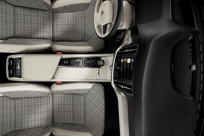 990539897_Ku8N4eAG_223532_New_Volvo_V60_interior.jpg