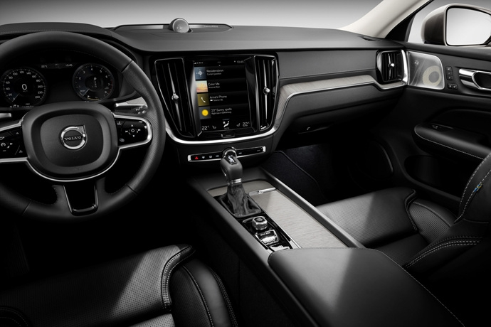 990539897_QJeRoXHv_223521_New_Volvo_V60_interior.jpg
