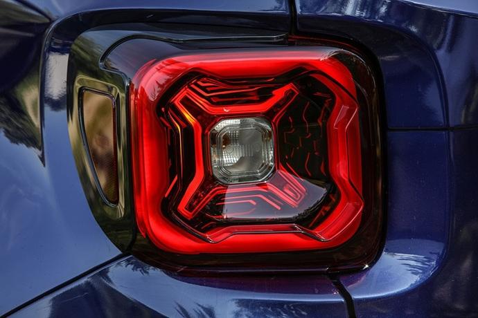 990539897_Qfr6WIoq_180620_Jeep_New-Renegade-MY19-Limited_27.jpg