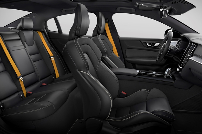 990539897_fHs7dEIo_230830_New_Volvo_S60_Polestar_Engineered_interior.jpg