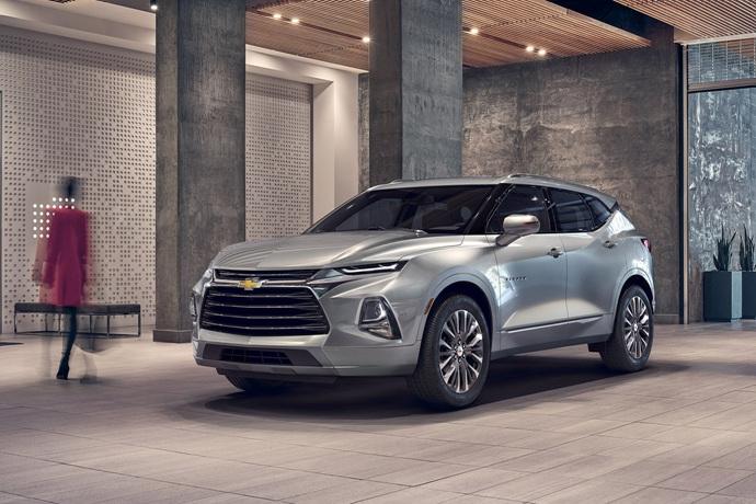 990539897_gM2snahY_2019-Chevrolet-Blazer-003.jpg