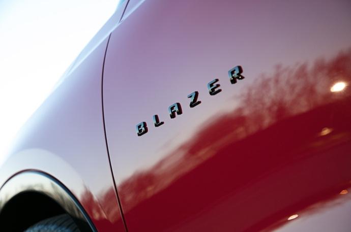 990539897_hKR60BIw_2019-Chevrolet-Blazer-010_.jpg